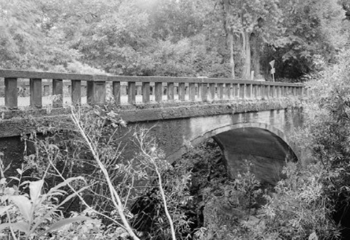 Kuhiwa Stream Bridge.  Photo credit: Hawaiʻi DOT, Highways Division.