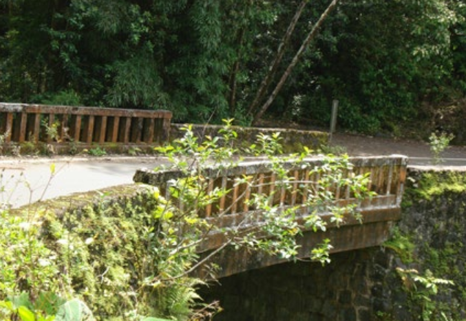 Oopuola Stream Bridge.  Photo credit: Hawaiʻi DOT, Highways Division.