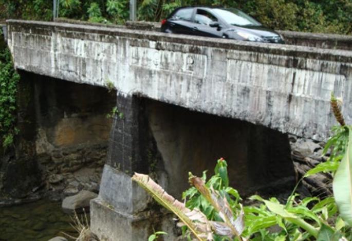Puohokamoa Stream Bridge. Photo credit: Hawaiʻi DOT, Highways Division.