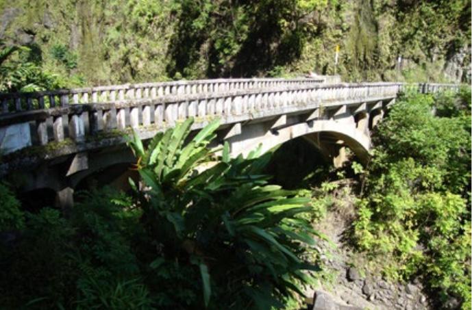 Waikani Stream Bridge.  Photo credit: Hawaiʻi DOT, Highways Division.