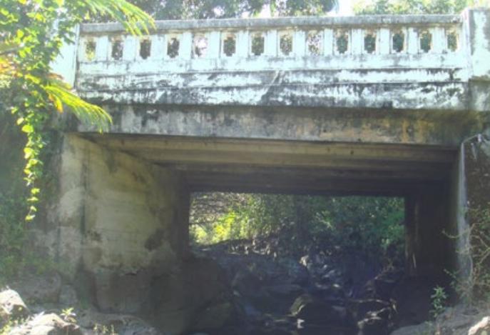 Waiokamilo Stream Bridge.  Photo credit: Hawaiʻi DOT, Highways Division.