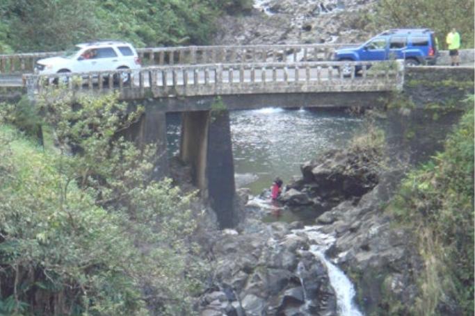 West Wailuaiki  Stream  Bridge.  Photo credit: Hawaiʻi DOT, Highways Division.