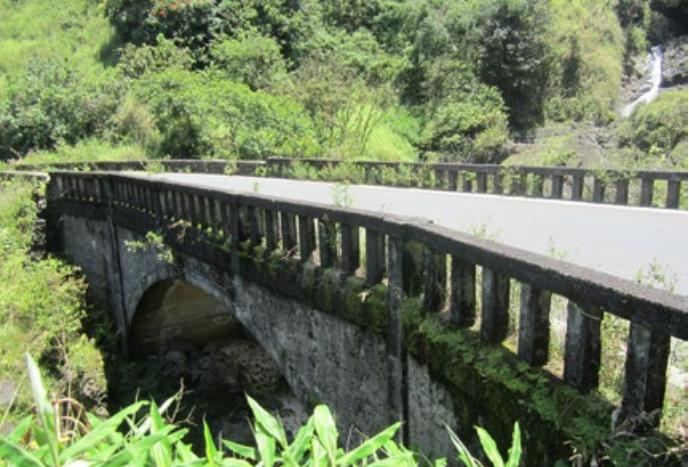 Hanawi Stream Bridge, Built between 1926-1929. Photo credit: State of Hawaiʻi DOT Highways Division.