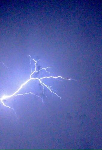 Kīhei lightning, 8/22/15. Photo credit: Missy Lou.