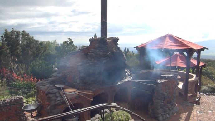 Kula Lodge pizza oven. Photo credit: Kiaora Bohlool.