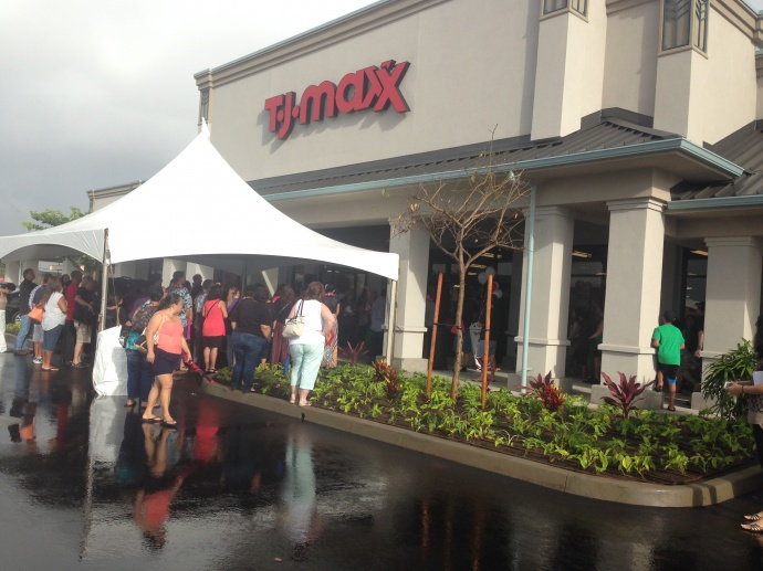 Rain didn't deter shoppers from attending the opening of T.J. Maxx on Maui