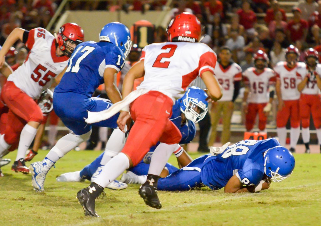 Maui High's Ilaiasi Mataele (88) recovers a Lahainaluna fumble in the Lunas' backfield. Photo by Rodney S. Yap.