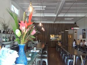 Dining room at Hāna Ranch Provisions in Pāʻia. Photo by Kiaora Bohlool.