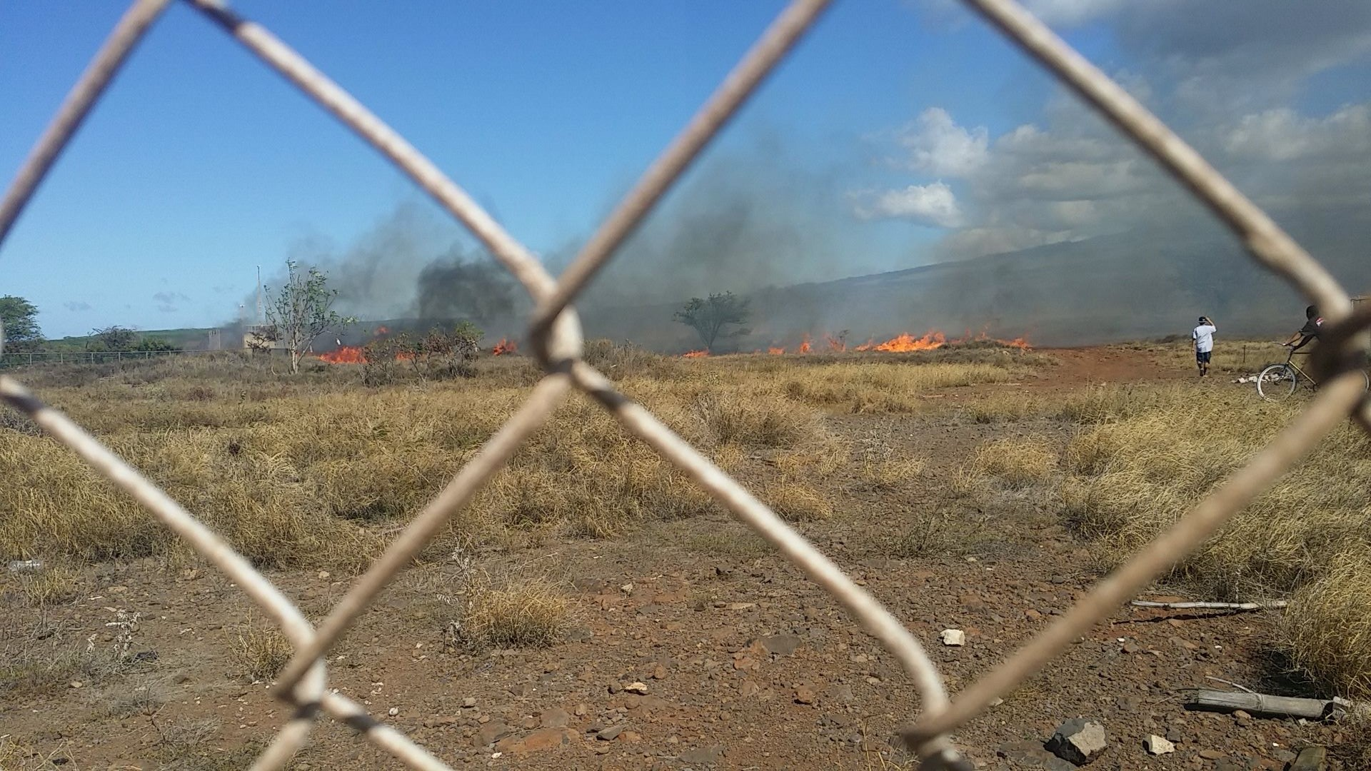 Kīhei fire, Oct. 20, 2015. Photo credit: Julia Toro.