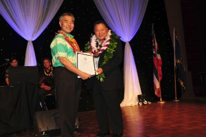Hawaii State Governor David Ige presents Mayor Alan Arakawa with a proclamation in recognition of his dedication and contributions to the Maui County community.