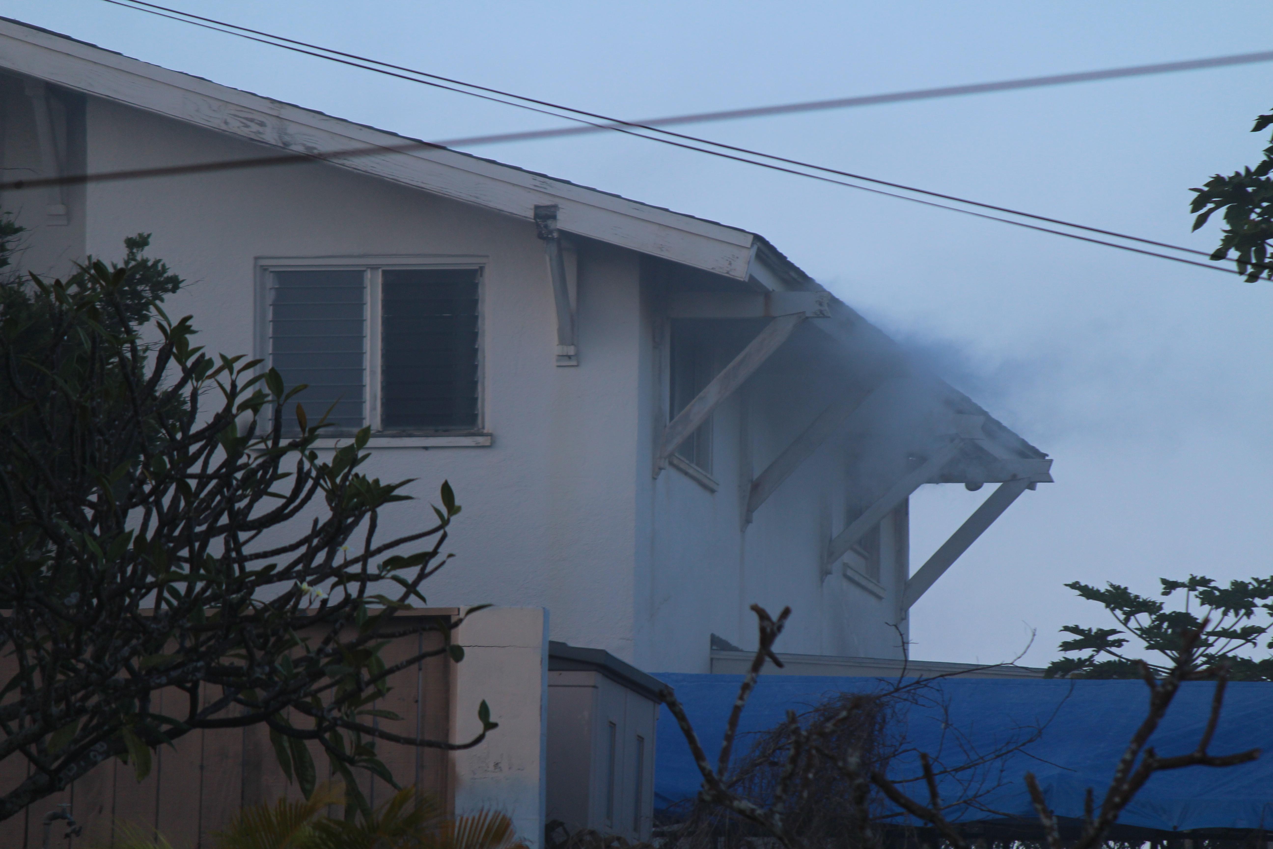 Wailuku House Fire - 10/29/15. Photo by Wendy Osher.