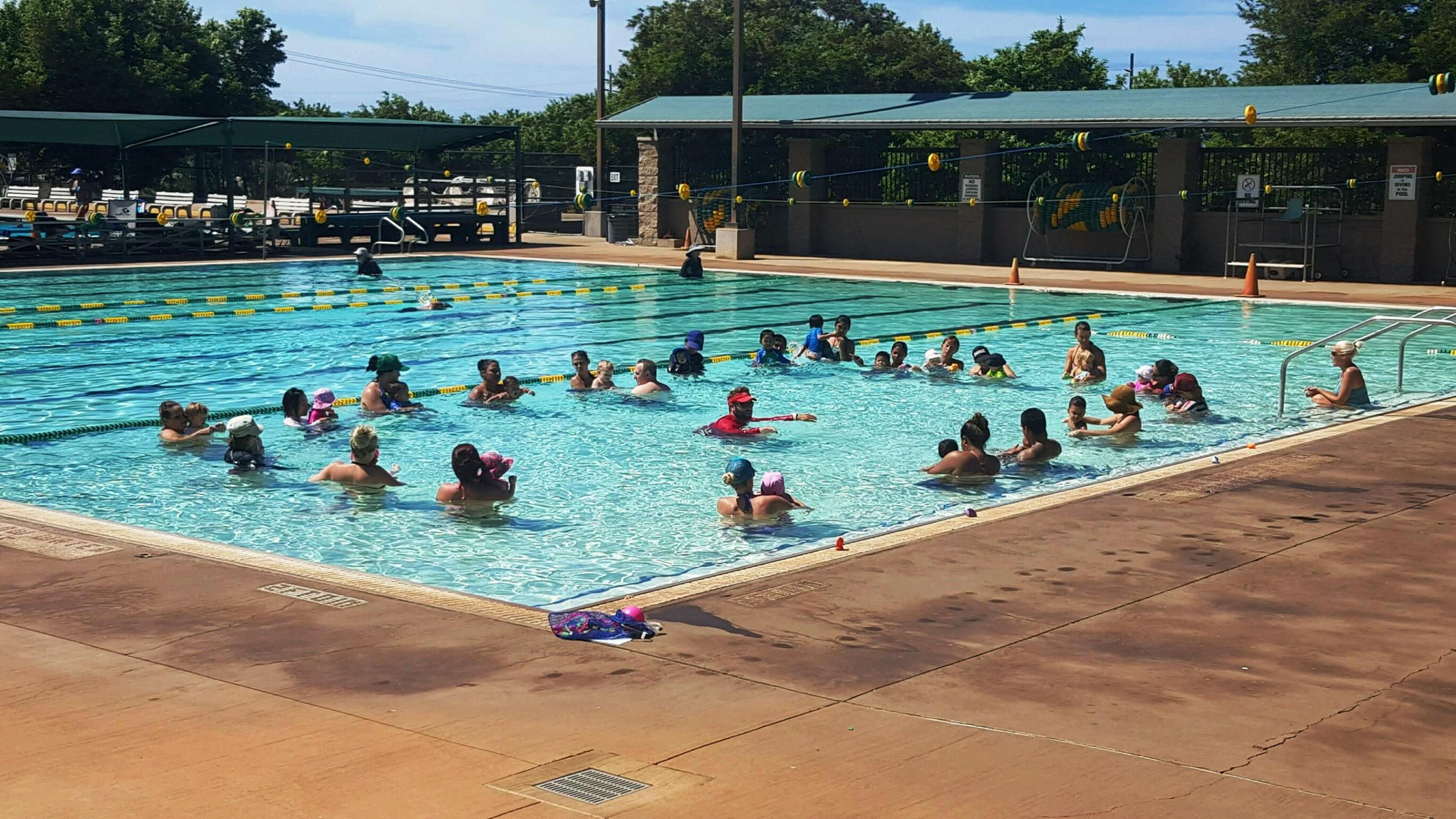 Maui County offers keiki swimming lessons. Maui County photo.