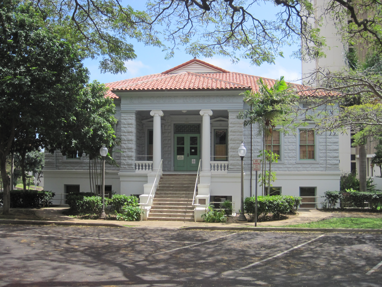 Photo source: wikimedia.org_wikipedia_commons_c_c4_Maui-Wailuku-Courthouse-far.