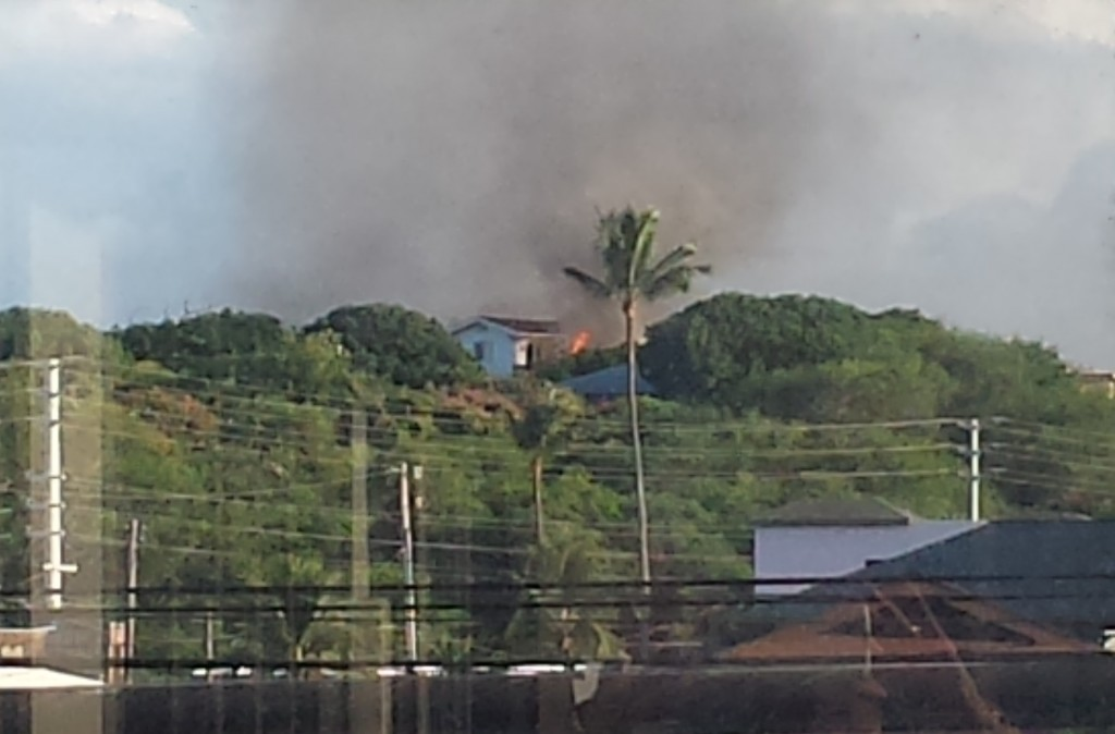 Wailuku home fire. Photo credit: Mikiko Ellison.