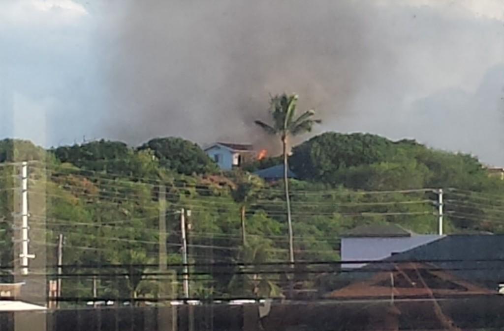 Wailuku home fire. Photo credit: Mikiko Ellison.