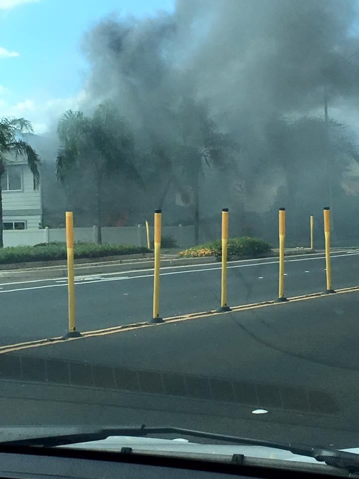 Kīhei house fire, 3:19 p.m., 11/5/15.  Photo credit: Tiana Momoa.
