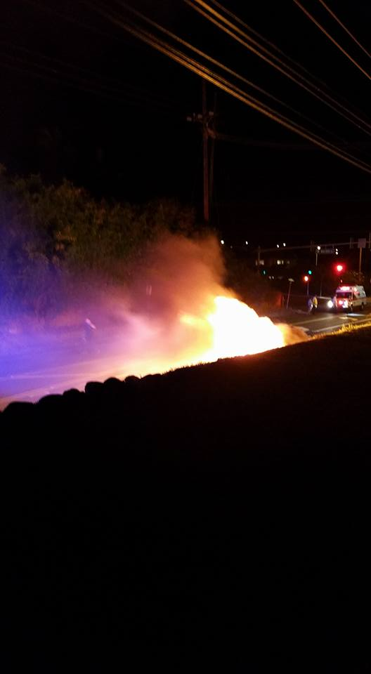 Vehicle fire Waikapū, 11/4/15. Photo credit: Travis N Renee Polido.