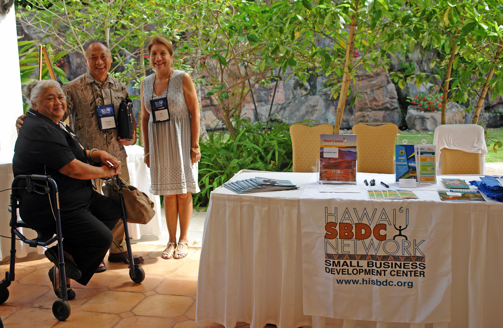 Wayne Wong and Pat Diaz of Hawai'i Small Business Development Center at the 2015 Hui Holomua 9th Business Fest. MBB photo.