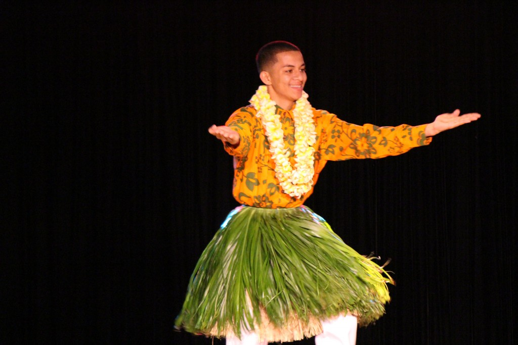 Kālōi Kalalena Lauleneke Combo Montalvo, Hālau Kekuaokalāʻauʻalaʻiliahi, Nā Kumu ʻIliahi & Haunani Paredes Photo by Wendy Osher.