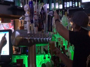 Bartender pours beer at Kahului Ale House. Photo by Kiaora Bohlool.