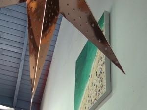 Photo and decor at Belle Surf Café in Kihei. Photo by Kiaora Bohlool.