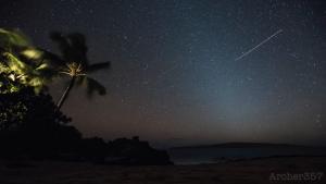Image: Chris Archer / Geminid Meteor Shower over Maui