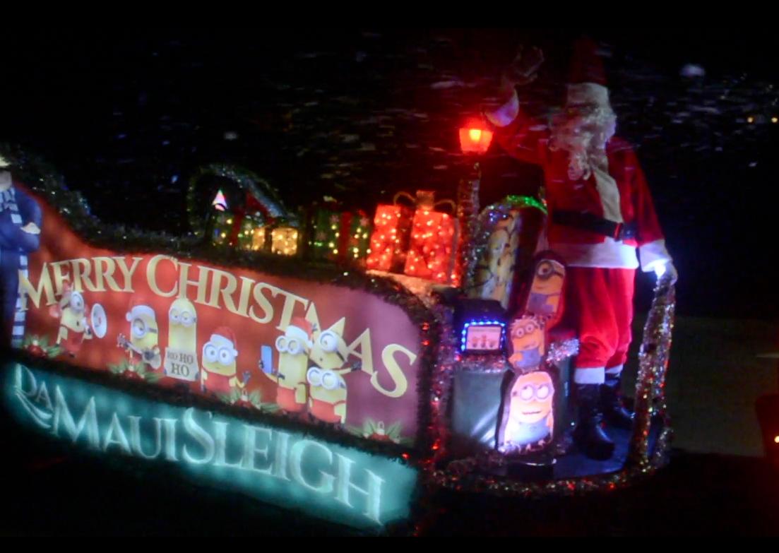 """""""Da Maui Sleigh"""" arrives with Santa Claus"""