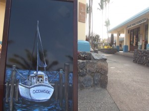 Oceanside sign at entrance to the Harbor Shops at Māʻalaea. Photo by Kiaora Bohlool.