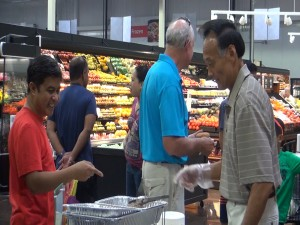 Shoppers check out the produce at Island Grocery Depot in Lahaina. Photo by Kiaora Bohlool.