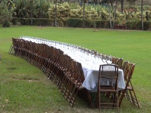 The table in the field at Maui Tropical Plantation. Photo by Kiaora Bohlool.