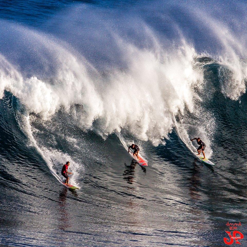 """Image: Jimmie Hepp / Pe'ahi """"Jaws"""" 1.10.15"""
