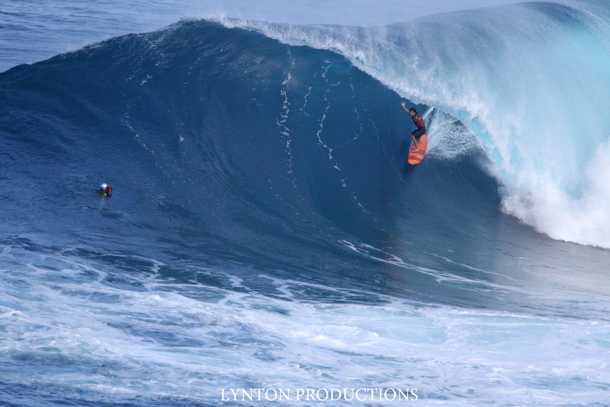 """Image: Aaron Lynton Pe'ahi """"Jaws"""" 1.10.15"""