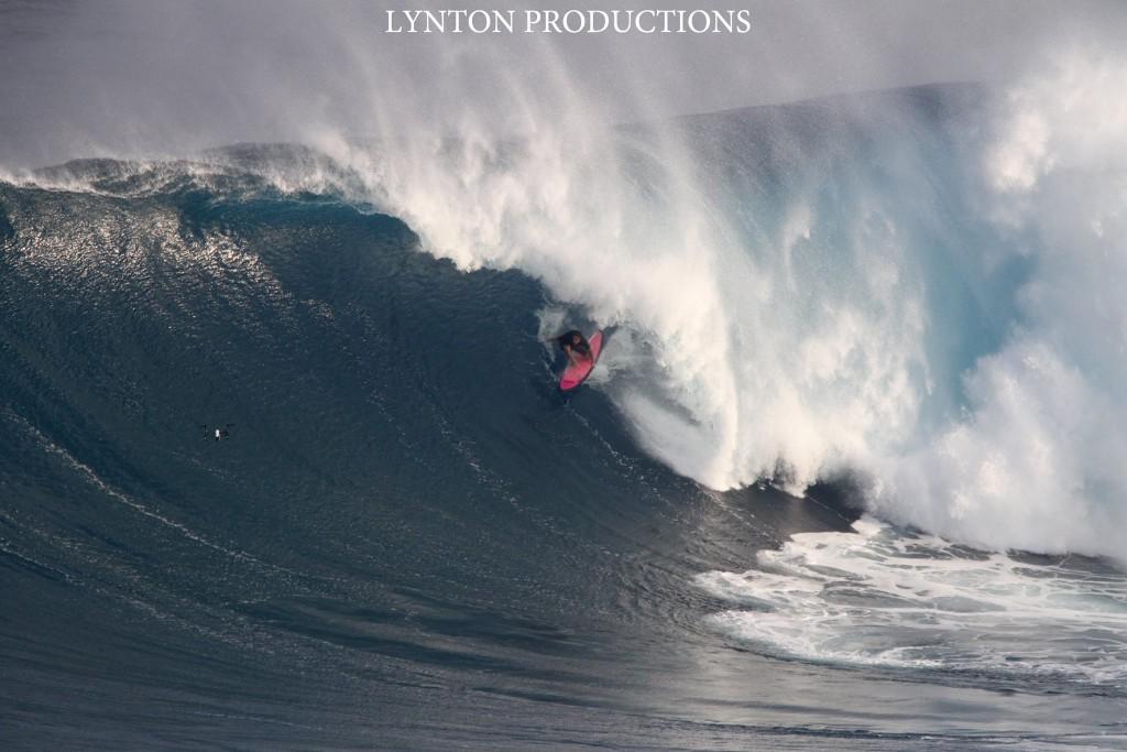 """Image: Aaron Lynton 1.28.16 Pe'ahi """"Jaws"""""""