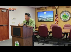 Maui Mayor Alan Arakawa speaks at a Jan. 15 energy press conference. Photo by Wendy Osher.