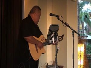 Live entertainment at Molokini Bar & Grille in Mākena. Photo by Kiaora Bohlool.