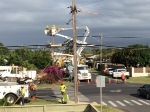 A metallic balloon came in to contact with power lines in Kahului yesterday afternoon causing the lines to come down and knocking out power to nearby customers. Photo credit: Becky Nakagawa.