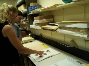 Dr. Heather Spalding examines a limu specimen at the University of Hawaiʻi at Mānoa. Photo by Daniel Wagner/NOAA, 2014.