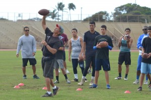 """Coach Vince Passas demonstrates a """"C"""" throw to Maui athletes at his """"Get Better"""" Camp two years ago on the Valley Isle. File photo by Rodney S. Yap."""