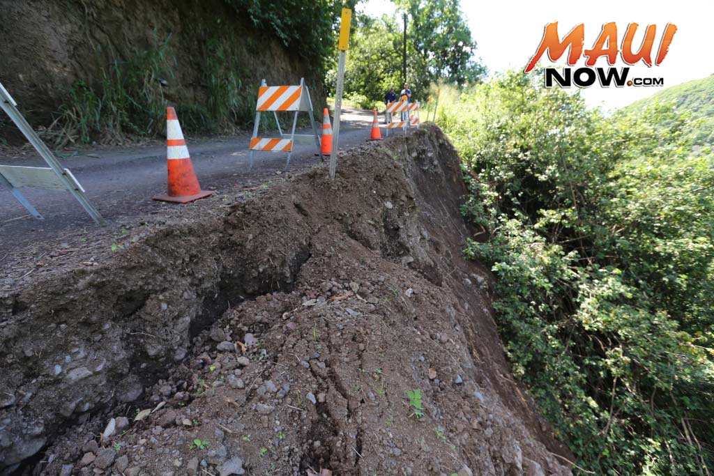 Hāna Highway Landslide Repair Closure in Kīpahulu