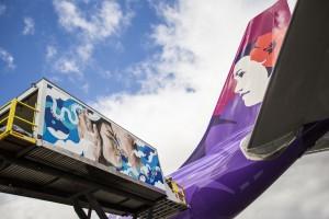Hawaiian Airlines' service vehicle painted by Hawaiʻi street artist Kamea Hadar, and the husband-and-wife street artist duo Hitotzuki. Hawaiian Airlines photo.