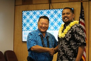 Mayor Arakawa (left) and Sheldon Simeon (right). Photo by Wendy Osher.