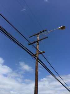 A metallic balloon came in to contact with power lines in Kahului yesterday afternoon causing the lines to come down and knocking out power to nearby customers