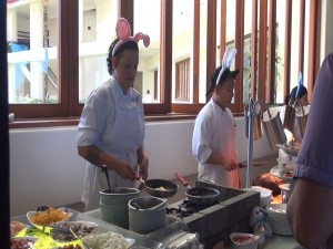 Omelette bar and carving stations at Mākena Beach & Golf Resort's Easter brunch. Photo by Kiaora Bohlool.