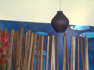 Decor at Roy's Kā'anapali. Photo by Kiaora Bohlool.