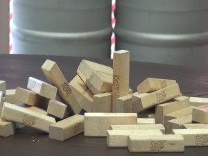 Jenga and other games are available at Koholā Brewery. Photo by Kiaora Bohlool.
