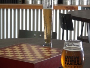 Chess and beer at Koholā Brewery in Lahaina. Photo by Kiaora Bohlool.