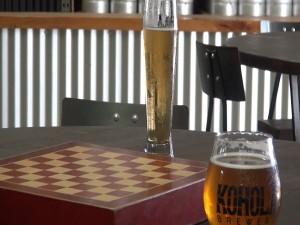 Chess and beer at Koholā Brewery in Lahaina. Photo by Kiaora Bohlool.