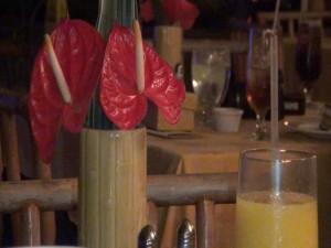 Flowers on the table at Tiki Terrace, Kā'anapali Beach Hotel. Photo by Kiaora Bohlool.