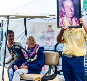Maui Interscholastic League Track & Field Association President Allan Fernandez holds up a picture of the late Satoki Yamamoto. Wife, Doris, and grand daughter Aleysa Martin were in attendance Saturday. Photo by Rodney S. Yap.