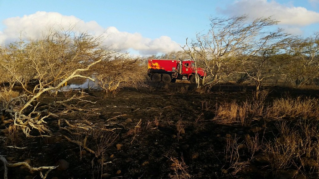 Molokaʻi brush fire at Kaluakoi. March 26, 2016. Photo credit: Maui Department of Fire and Public Safety.